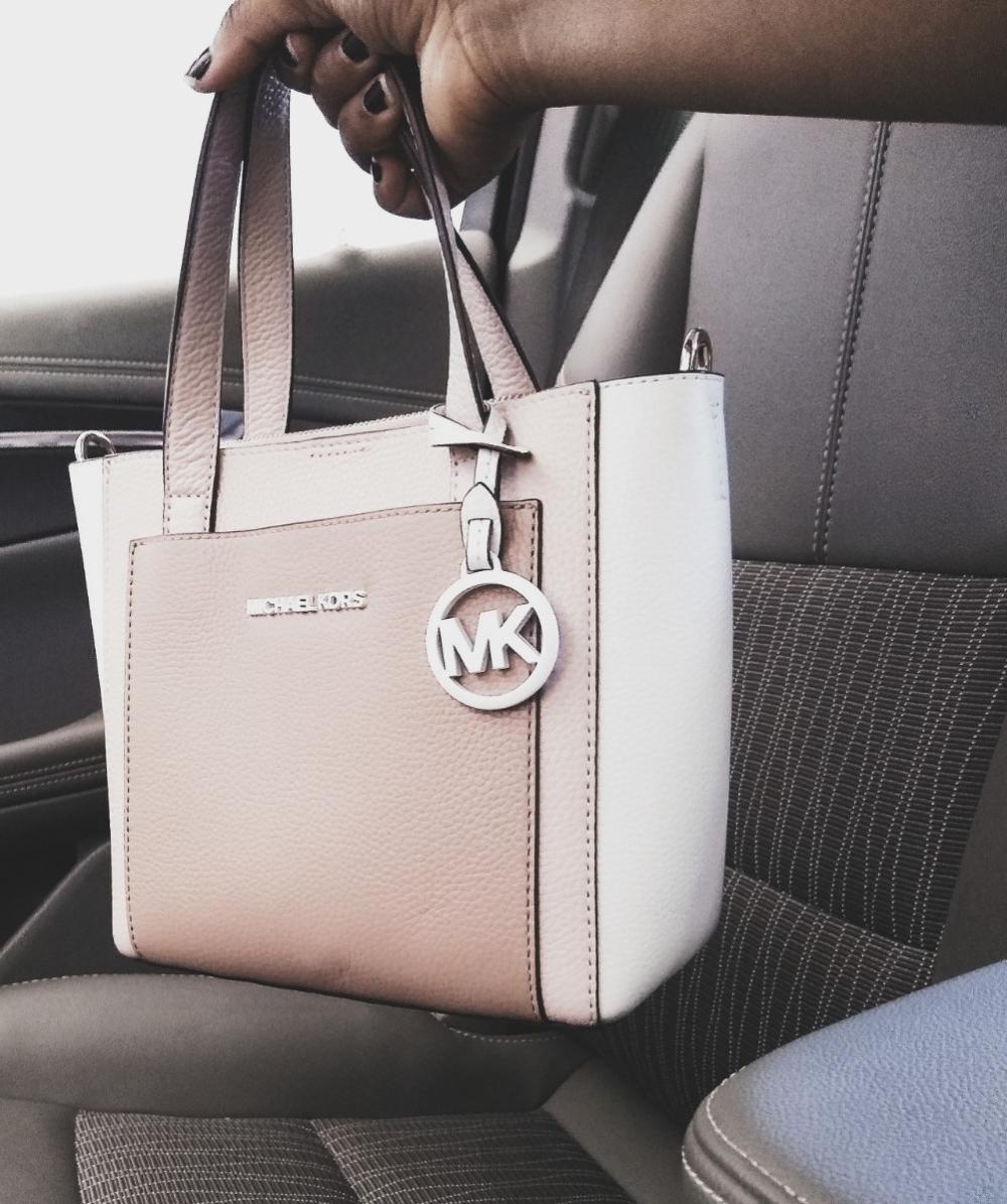 5 Things You Should Always Carry in Your Handbag- JustNatonya